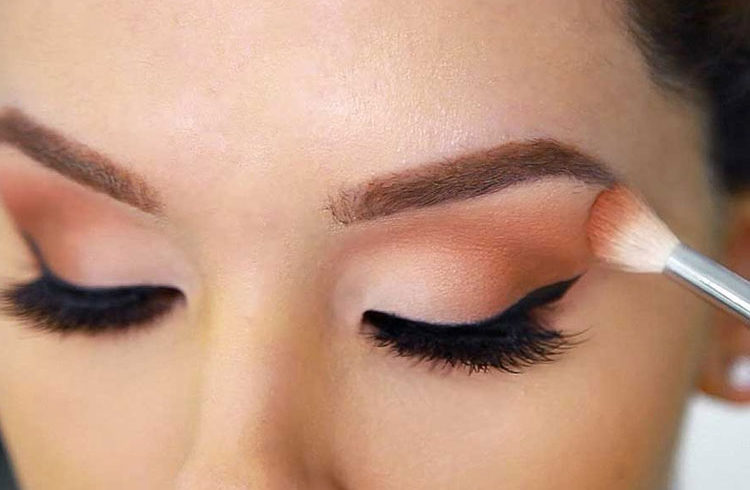 How to Pick the Right Shade of Eyeshadow for Your Skin Tone